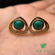 原矿高瓷绿松石925银镶嵌心形耳钉 镀K黄色 圆戒面尺寸5mm