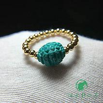 原矿高瓷立体富甲绿松石戒指 精工雕刻 富甲搭18k金小圆珠 尺寸9.5*11mm